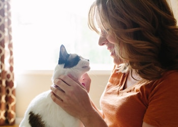 Did you know pets provide heart health benefits to humans. Learn more from Pets Best pet health insurance.